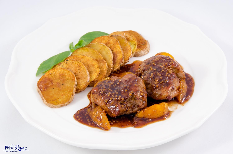 Медальоны из свиной вырезки в соусе из дижонской горчицы