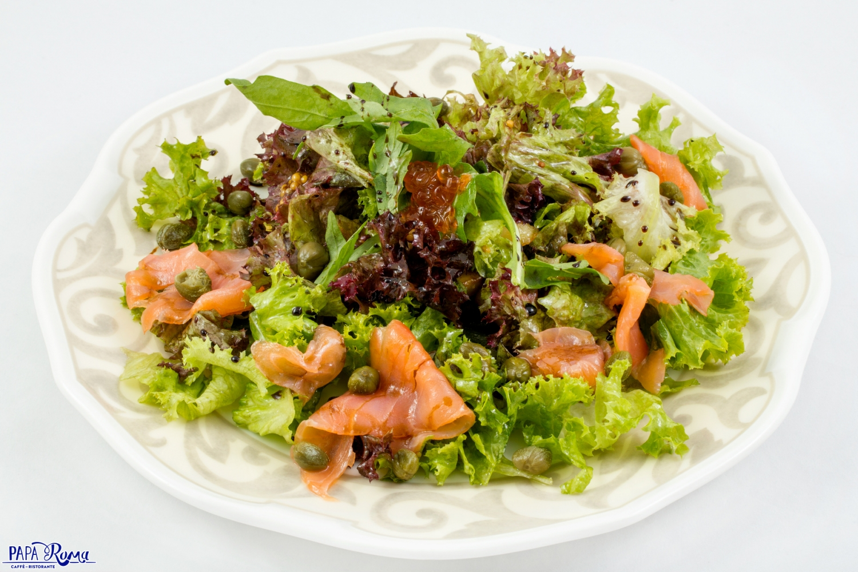 Салат с лососем в горчично-медовом соусе