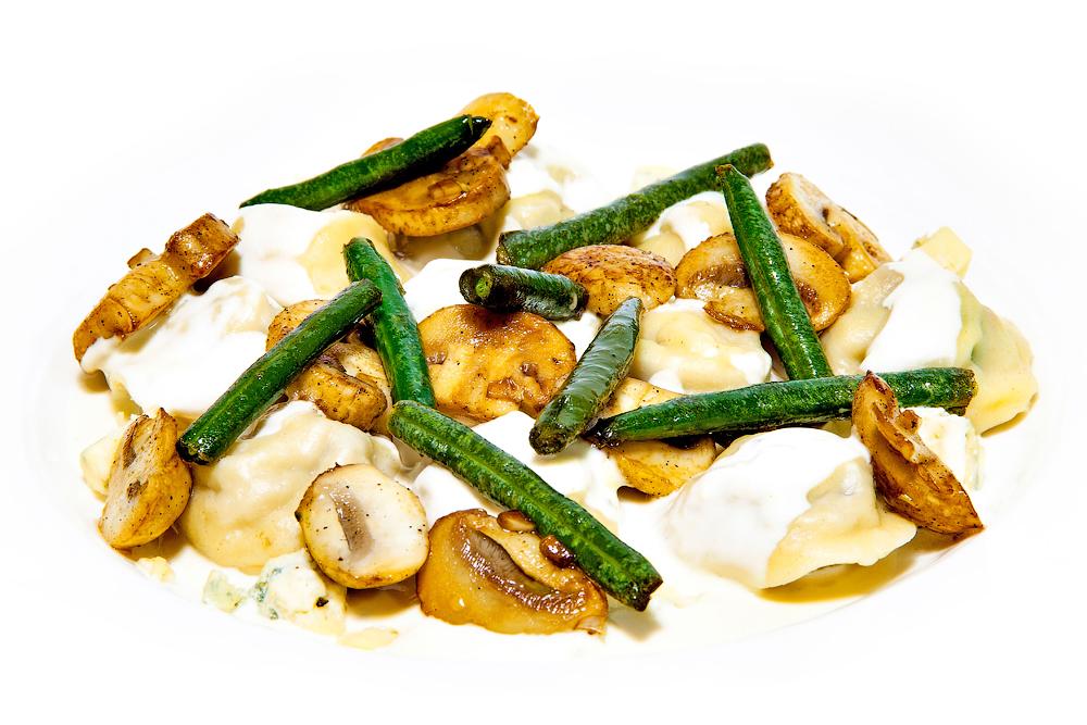 Равиоли с уткой в сырном соусе