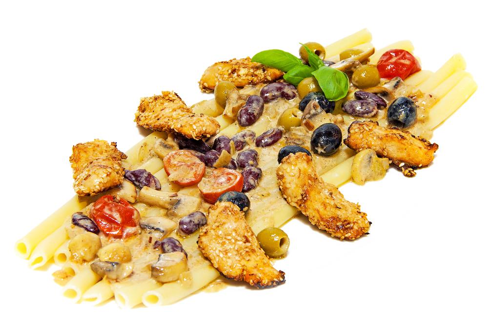 Паста с курицей, грибами и фасолью