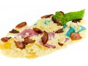Цветные равиоли с телятиной и миндальным соусом