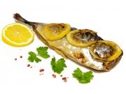 Скумбрия, запеченная с травами и лимоном
