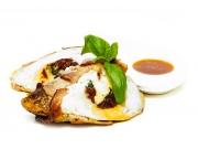 Фаршированная куриная грудка в беконе с медово-горчичным соусом