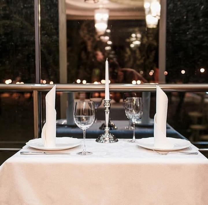 Вносим романтику в отношения — Ужин с любимым человеком в ресторане