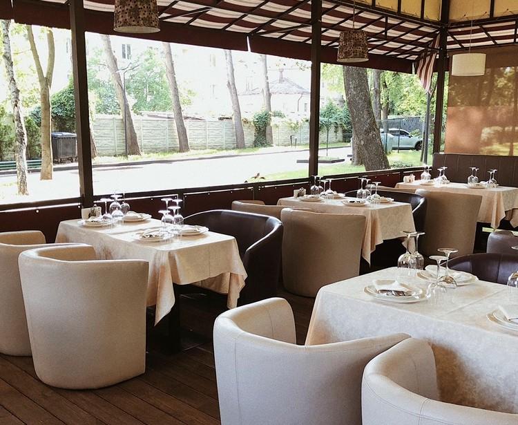 Запрошуємо вас на відпочинок на літній веранді нашого ресторану!