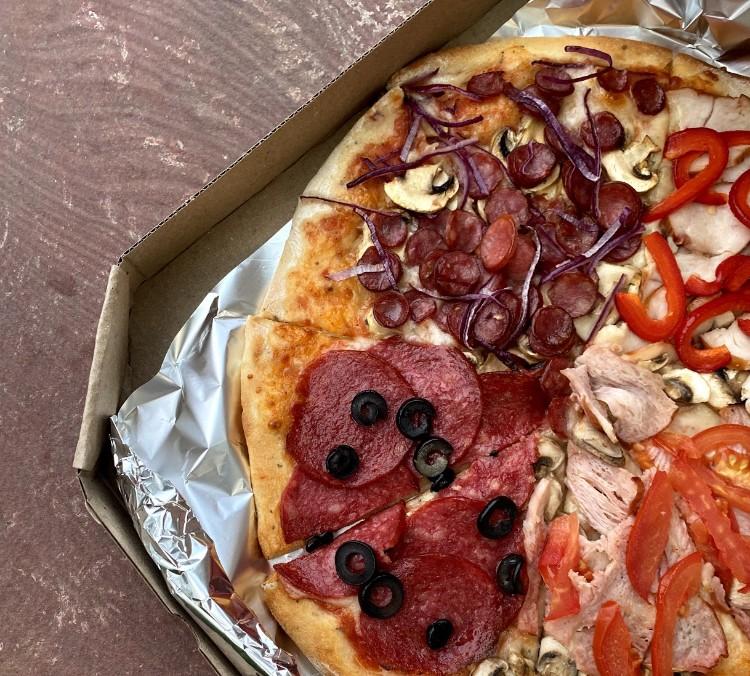 Беріть з собою піцу Ricco та прямуйте на прогулянку до Парку Молоді!